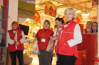 Photo: Очарованные продавщицы подготовили кондитерку в подарок_Фото Алексей Иванов