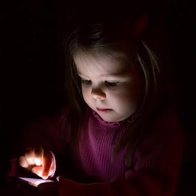 Hello mom... by Jean-Marc Landry - Babies & Children Children Candids ( phone,  )