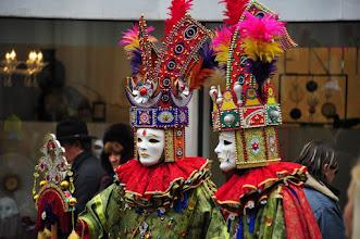 Photo: Venezia carnaval - vous croiserez des personnes qui se promènent, dans leur déguisement personnel.