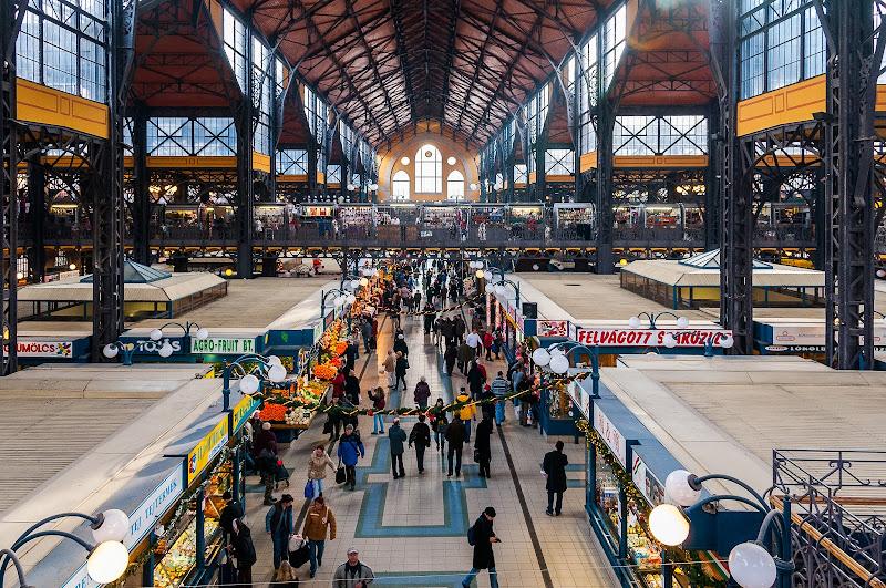 il mercato cittadino di Budapest di Mauro Moroni