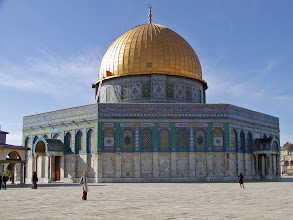 Photo: The octagonal arcade of the Dome of the Rock invites Christians to recognize the truth of Islam.