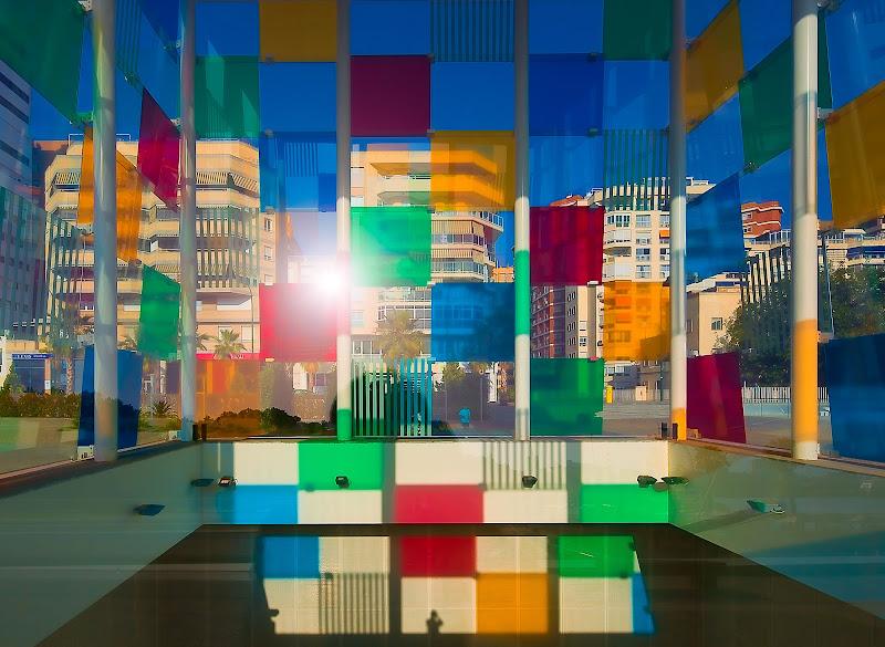Centre Pompidou, Malaga (ed il fotografo in basso al centro) di davide fantasia