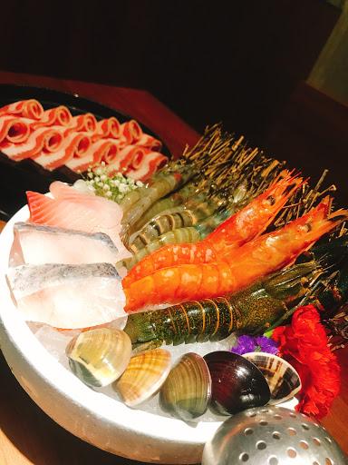 平價又美味的鍋物 服務好氣氛佳又不收服務費 是聚餐的好地方