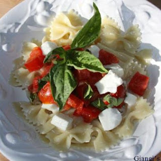 Farfalle With Fresh Tomatoes, Basil And Mozzarella