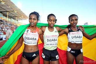 Photo: Genzebe Dibaba con sus hermanas