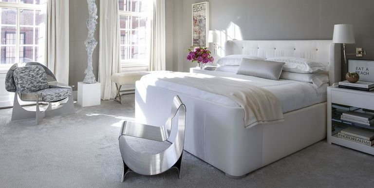 Kamar tidur modern dengan statement furniture - source: elledecor.com