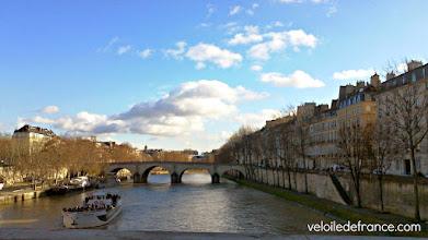 Photo: Profitez des vues imprenables depuis votre vélo, ici vue sur le Pont Marie depuis le pont Louis-Philippe -e-guide de balade à vélo dans Paris de Notre-Dame à Bercy-Village