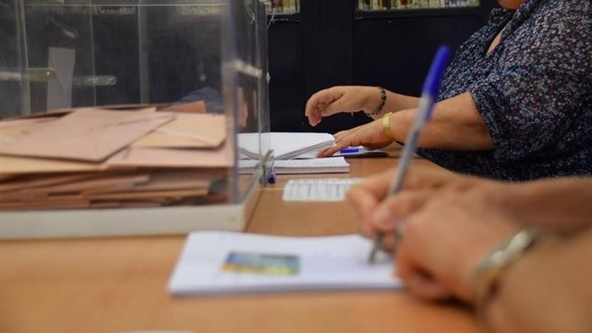 Decenas de almerienses formarán parte de las mesas electorales.