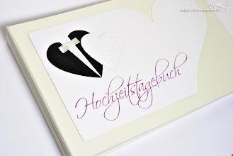 Photo: http://bettys-crafts.blogspot.com/2013/11/hochzeitstagebuch-hochzeitsgastebuch.html