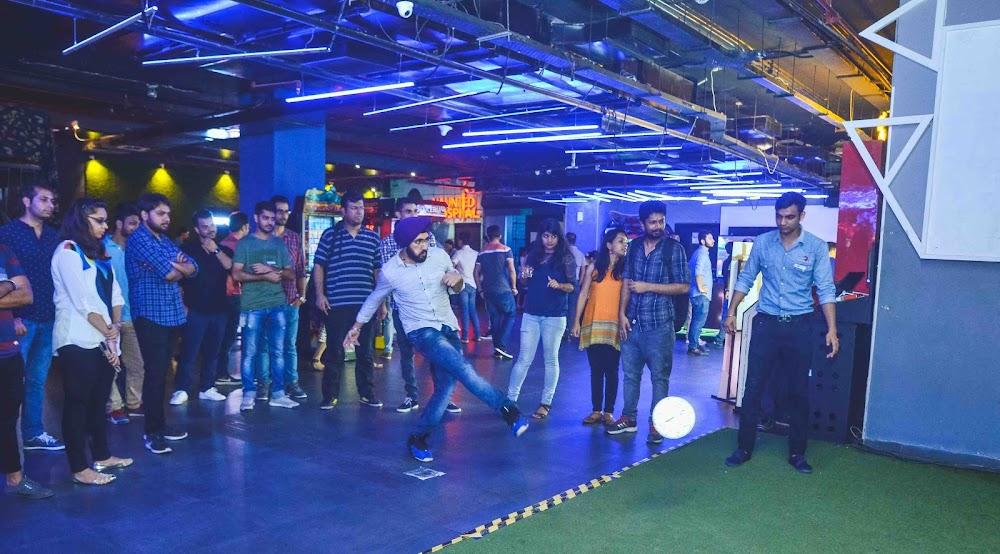 top-sports-bars-delhi-Smaaash_Ambience_Mall_Vasant_Kunj