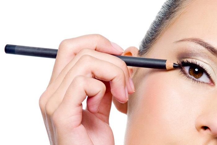 3.เคล็ดลับความงามแบบง่ายๆ ด้วยการปัดขนตา