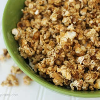 Skinny Pumpkin & Caramel Popcorn {snacking recipe} #skinnygirlsnacks