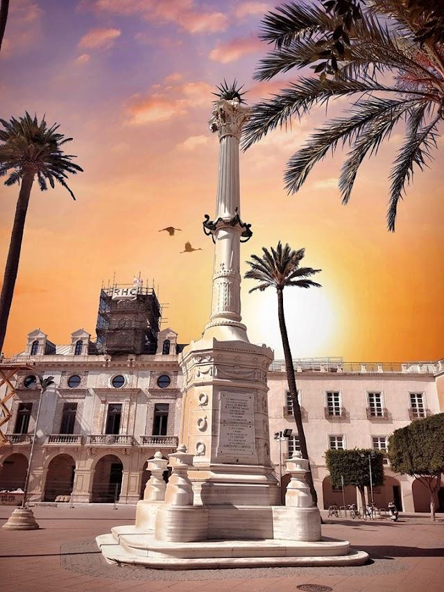 La interpretación de la Plaza Vieja y su monumento a Los Coloraos en toda su plenitud (Foto: José Antonio Junquera).