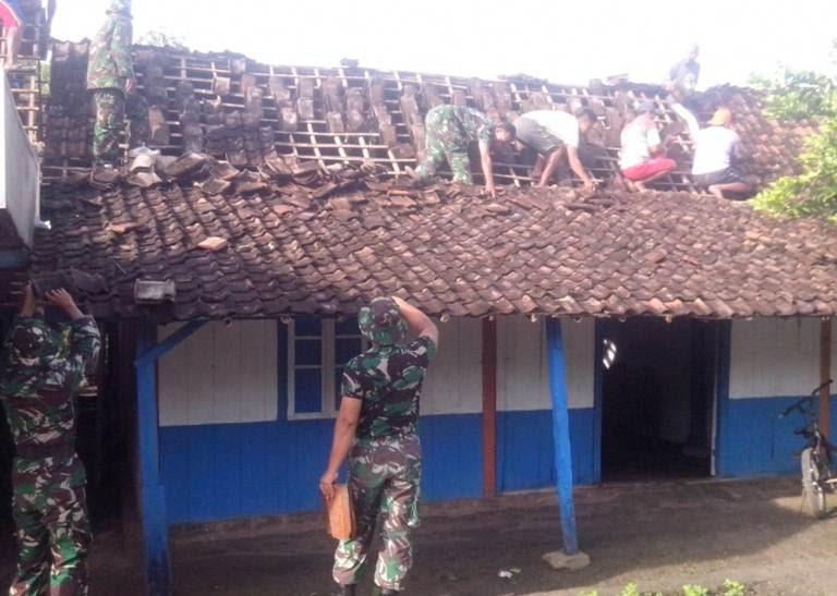 Angin puting beliung hajar kecamatan pitu