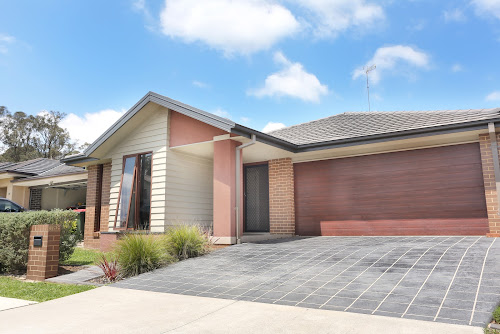 Photo of property at 26 Stringybark Street, Ropes Crossing 2760