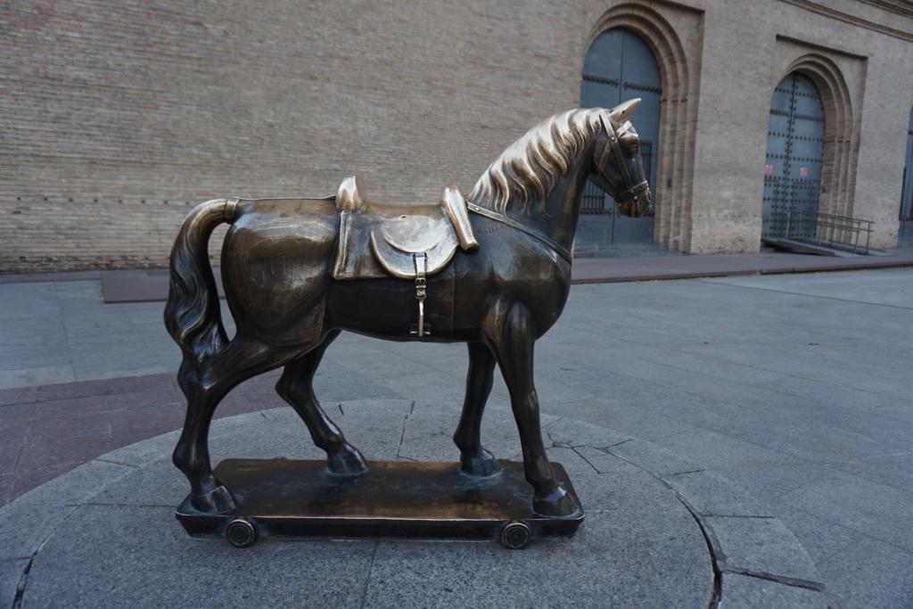 Caballito de la Lonja, uno de los elementos curiosos que ver y hacer en Zaragoza