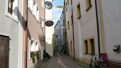 """Photo: """"Luftinstallation Sonne Regen Wind"""" & Pflastersteinbemalung"""