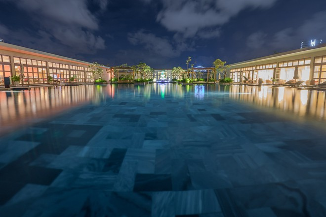 Bể bơi vô cực FLC Luxury Hotel Samson