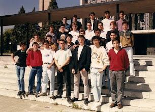 Photo: Fran Pérez Andrés nos envía esta foto: 3º DE BUP AÑO 1990-91  DE ARRIBA A BAJO Y DE IZQUIERDA A DERECHA P. PACO; JOSE ANGEL; TIGRE; GEBRIE; FRAN; MUÑIZ; EDUARDO; BERJON; GIRON; LUIS; BENJAMIN; CUERVO; GELIN; CHANA; SEIJAS; OSCAR; CHARRO; ALIJA; CARBAJO; SECUN; VIDTORINO; ESCUDERO; MANCEÑIDO, GALVAN; AGUILERA.