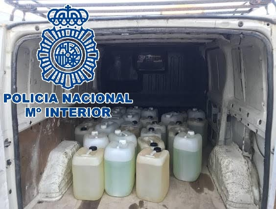 La Policía Nacional incauta 2.250 litros de gasolina preparados para abastecer embarcaciones dedicadas al narcotráfico