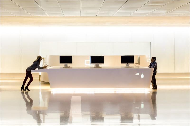 Airport desk di alberto raffaeli
