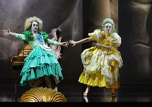 """Photo: WIEN/ Burgtheater: """"Der eingebildete Kranke"""" von Jean Baptist Moliere, Premiere 5.12.2015. Inszenierung: Herbert Fritsch. Markus Mayer, Marie Luise Stockinger. Copyright: Barbara Zeininger"""