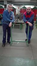 Photo: Sergio y Jorge con su proyecto de un perchero para el módulo de EIE