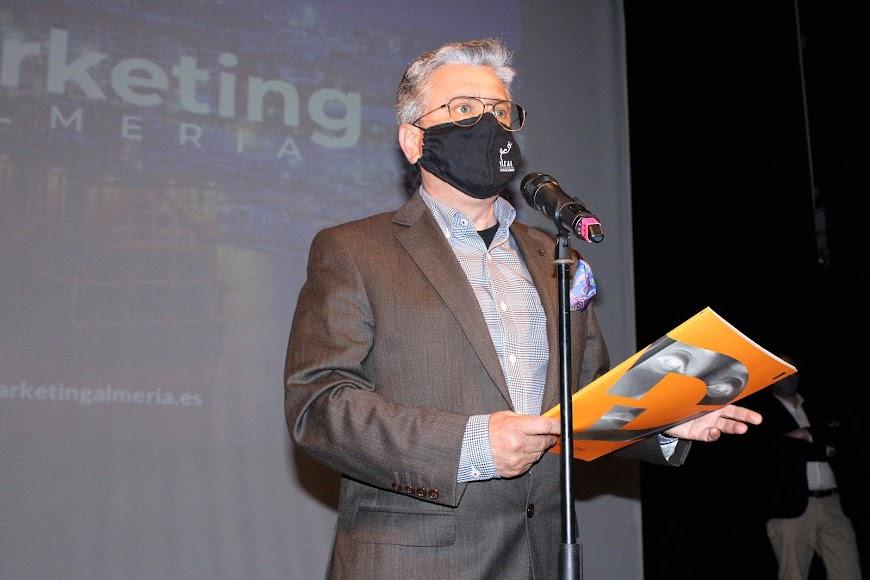 El presidente del Club de Marketing, Santiago Alfonso, dando la bienvenida al acto.