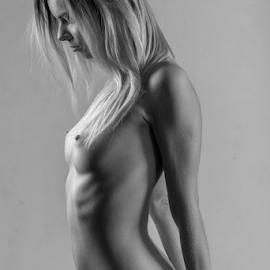 nude by Reto Heiz - Nudes & Boudoir Artistic Nude ( studio, nude, nudephotography, black and wihte, nudeart, female nude )