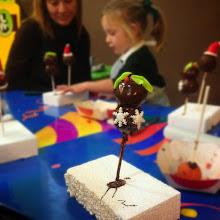 Photo: Taller Cake Pops -Especial Navidad- LA FABRICA DE CHOCOLATE parque infantil mallorca palma fiesta cumpleaños