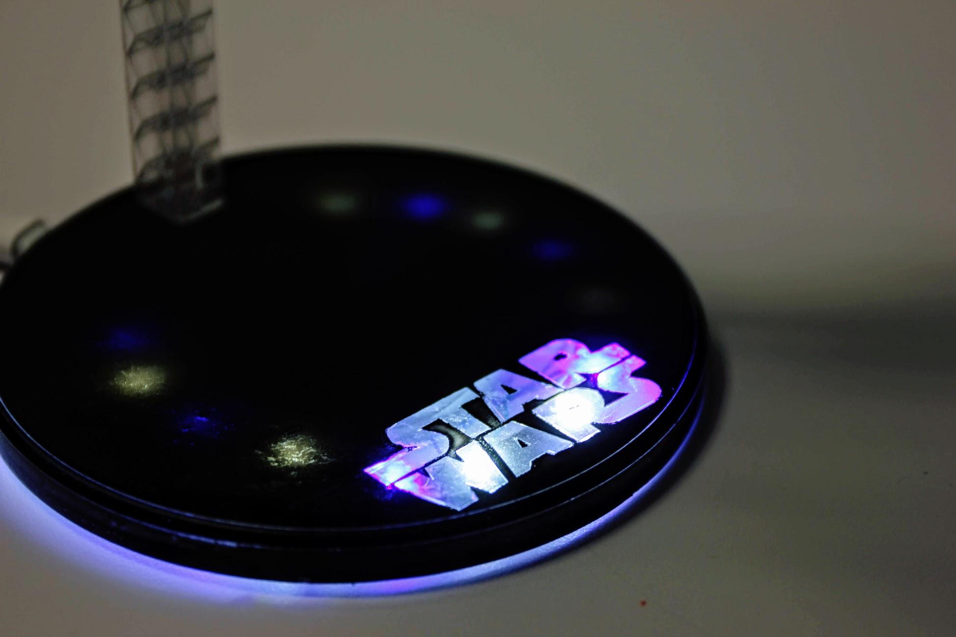 原本是透明的,學弟的巧思,加裝LED燈更顯得有氣氛XD
