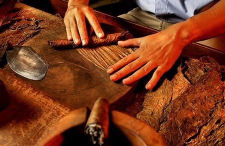 making cigar.jpg
