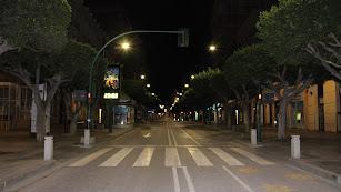 El Paseo de Almería a las 23 horas este domingo, tras el toque de queda.
