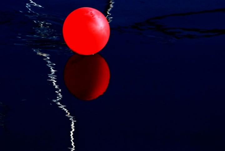 Una soffice goccia rossa....... di Zerosedici