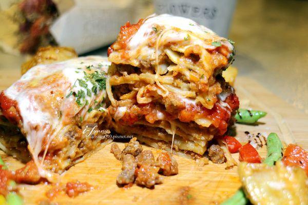 方塊Pasta&Coffee南義手作家鄉料理~最推千層麵/戰斧豬排/紅酒牛肉燉飯/半熟烤牛肉薄片/提拉米蘇