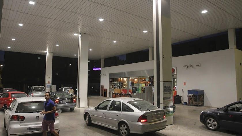 Las gasolineras  de Almería tienen los precios más bajos de la región.