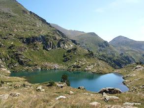 Photo: Estany Esbalçat. A la dreta la Portella de Rialb i el Pic de Besalí.