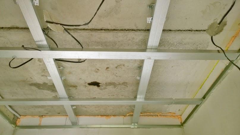 W konstrukcji sufitów podwieszanych zazwyczaj wykorzystuje się profile CD 60 oraz UD 30