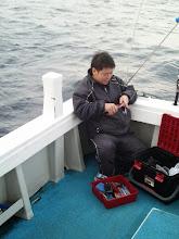 """Photo: やっと釣りができます!・・・予約を入れると「シケ」で。 ガンバるぞ!「シケ男」""""ハマグチさん"""""""