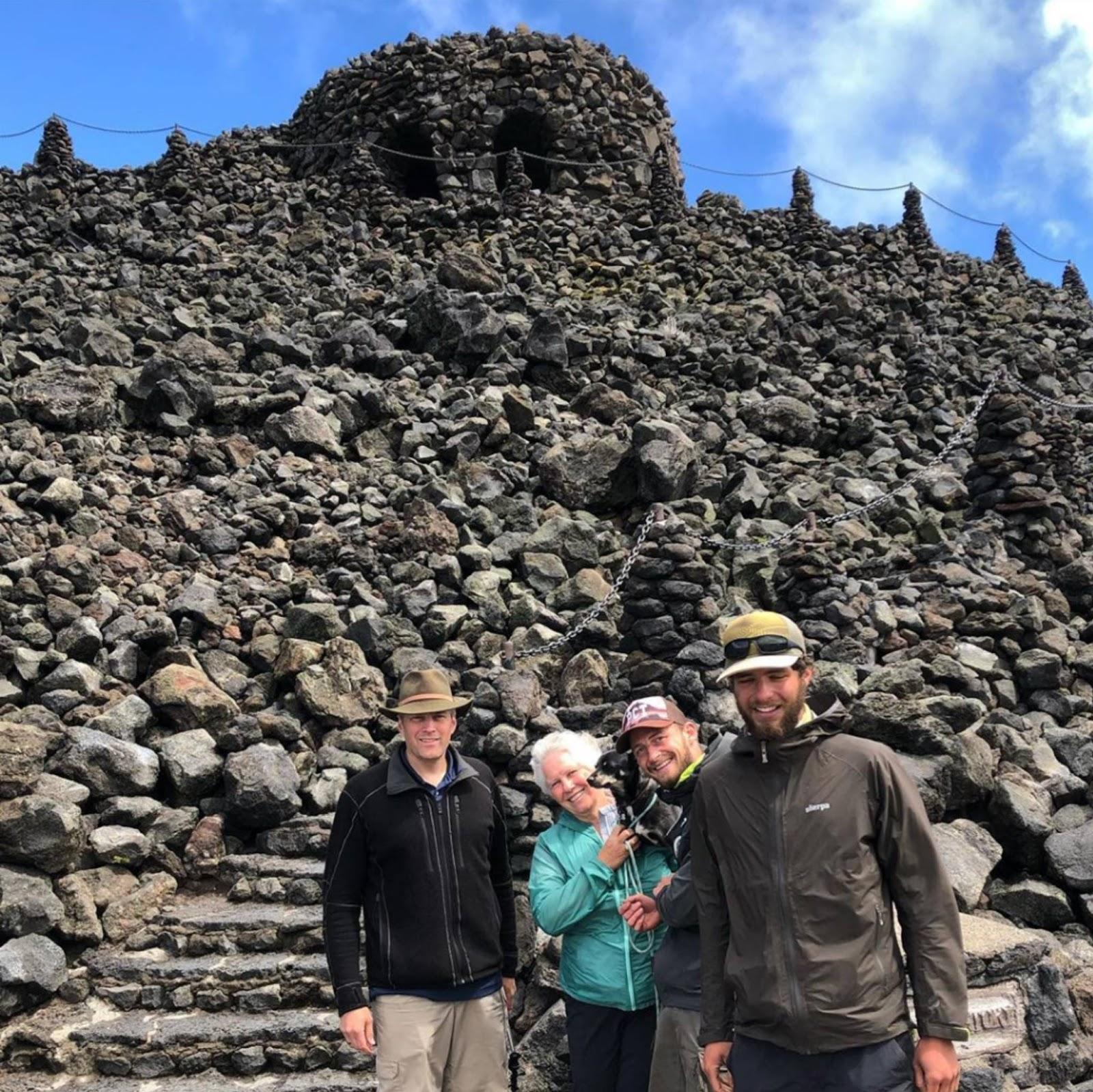 Nog een top voorbeeld van trail magic op de Pacific Crest Trail: hikers voeden en verhalen uitwisselen