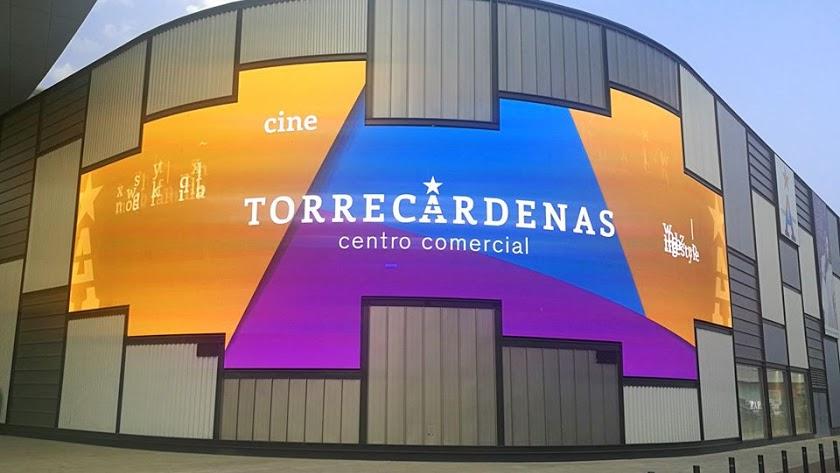 Imagen de la fachada del Centro Comercial de Torrecárdenas.