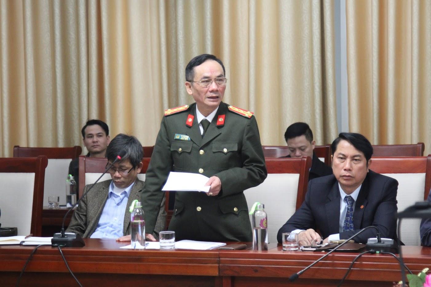 Đồng chí Đại tá Lê Xuân Hoài – Phó giám đốc Công an tỉnh nêu một số kiến nghị các giải pháp phòng, chống dịch