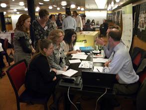 Photo: Team G_Op gesprek bij Trends ICT