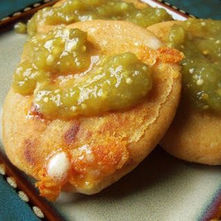 Pupusas de Queso (Cheese-Stuffed Corn Masa Cakes)