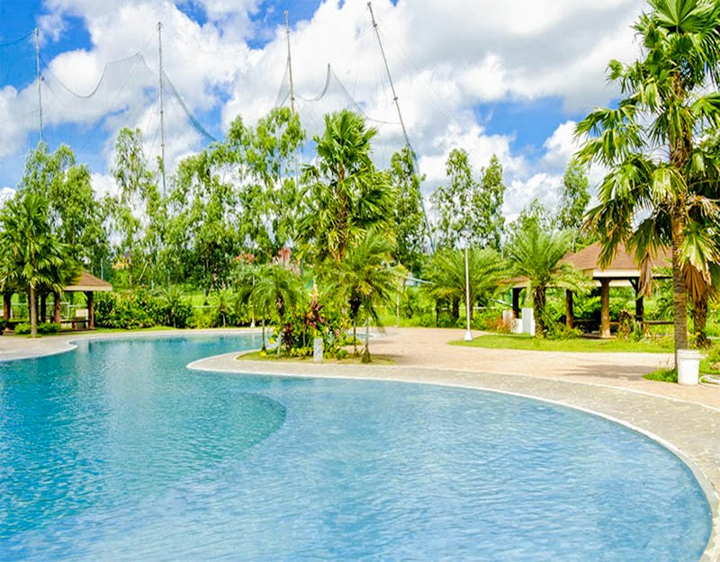 Metrogate Silang Estates jungle pool