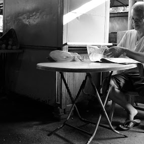 Light reading by Karyn Leong - People Portraits of Men ( streetphotography, markets, malaysia,  )