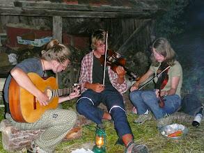 Photo: Večerní posezení u ohně