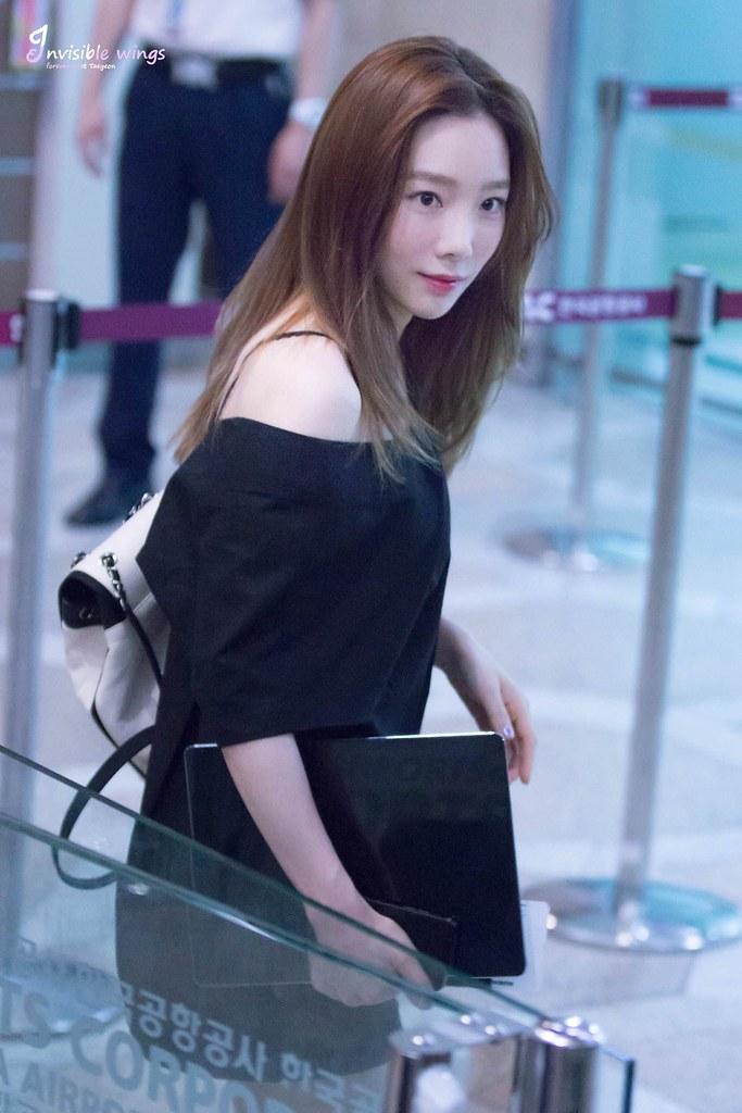 taeyeon shoulder 40