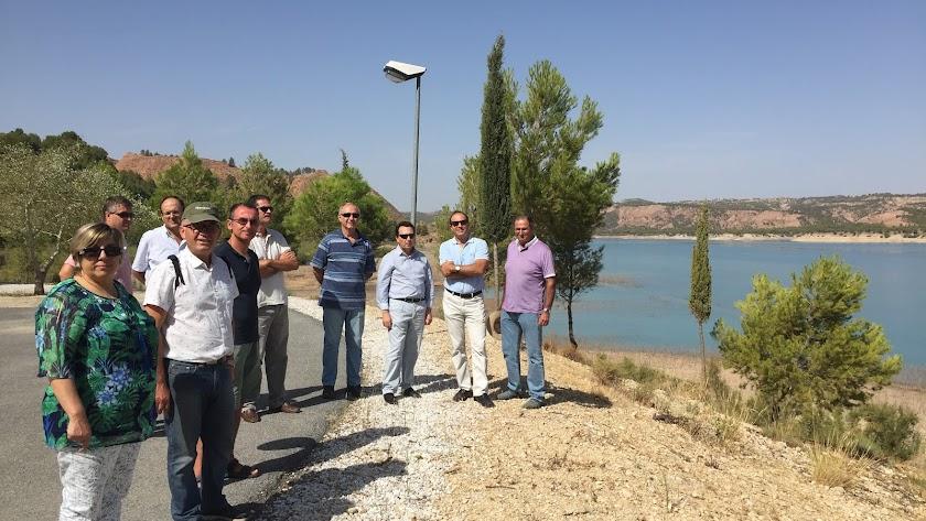 Regantes de Almería en el pantano del Negratín.