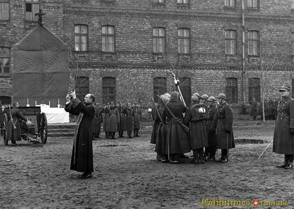 Православні солдати солдатів 36-го піхотного полку  Legii Akademickej дають присягу. Варшава 1931 р.